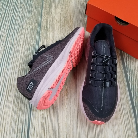 7949f24539e New NIKE zoom water repellent athletic shoes